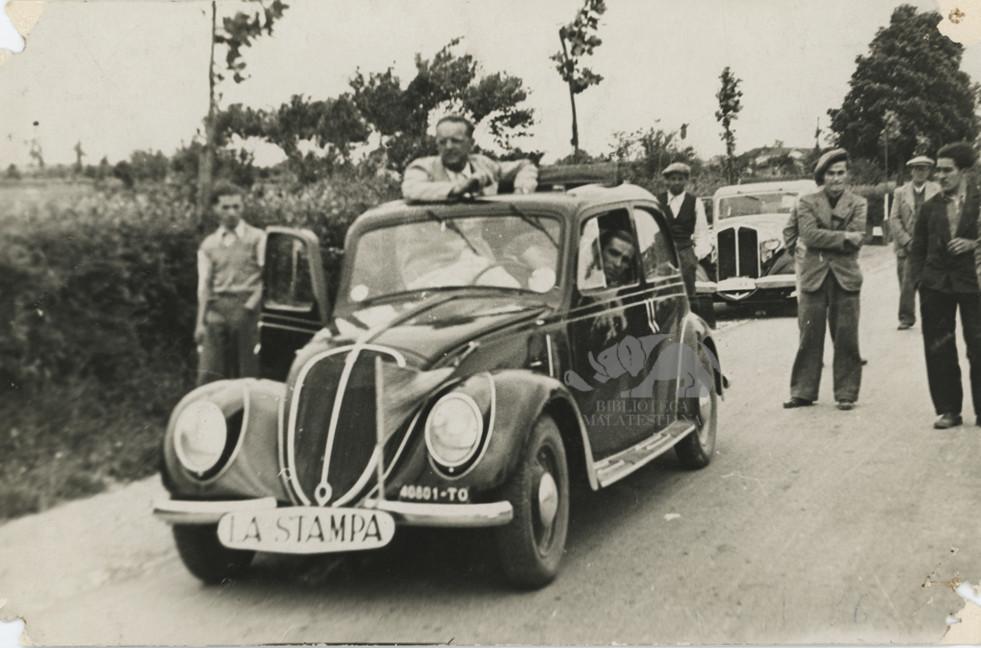 """Giro d'Italia 1936: Ambrosini corrispondente de """"La Stampa"""". Foto L. Bordin"""