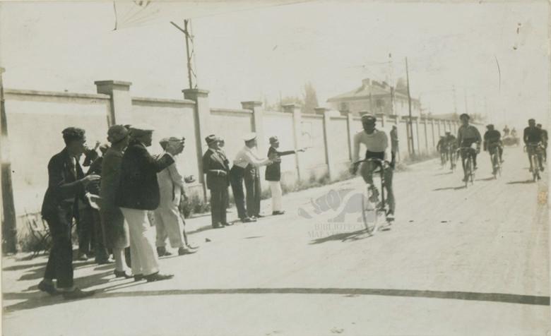 Durante una gara ciclistica 1911