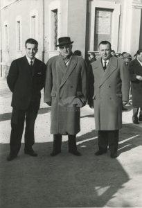 Presso la Basilica della Madonna del Monte con il sindaco di Cesena Antonio Manuzzi, 7 gennaio 1962. Foto R. Nardi
