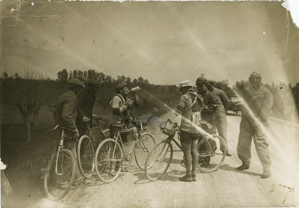 Giro d'Italia 1913: Galetti e Canepari fermi dopo un incidente